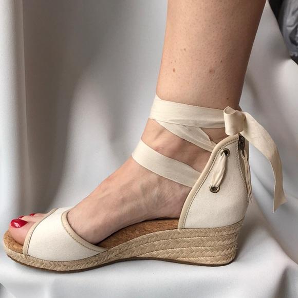ccb46538729 UGG Espadrilles Sandals Like New